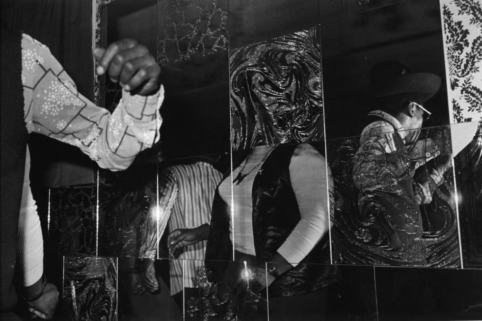 """A photograph from Michael Abramson's """"Black Night Clubs on Chicago's South Side"""" series."""